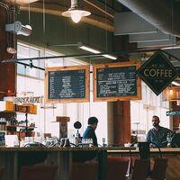 Los cambios a mejor del menú disponible en las cafeterías del trabajo sugieren a los trabajadores consumir menos calorías