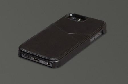 iphone_5s_lugano_wallet_desk.jpg