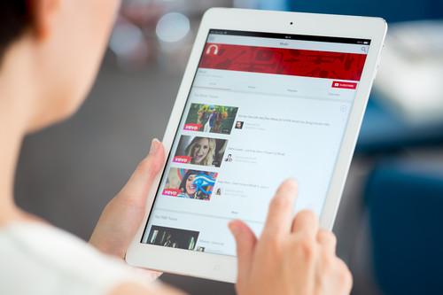 Facebook contra YouTube en un nuevo y lucrativo campo de batalla: los vídeos musicales