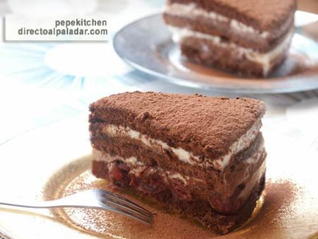 Receta de tarta Selva Negra, de chocolate y cerezas