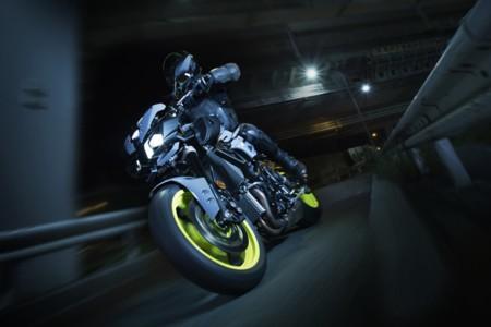 Yamaha MT-10, un rayo de oscuridad