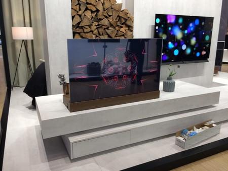 Panasonic sigue presumiendo de televisor OLED transparente mostrando su último prototipo