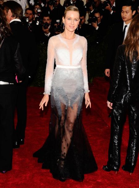 Naomi Watts, de Givenchy en la Gala del Met 2014