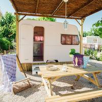 Del olvido a ser un lugar 'de culto': así ha renacido este camping de caravanas vintage en Tarragona
