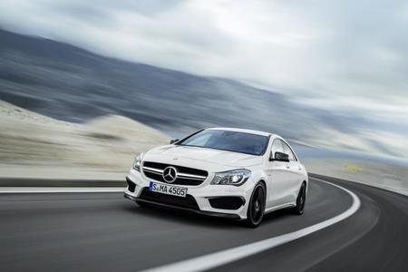 Pon un Mercedes CLA 45 AMG y un Mercedes G 65 AMG en tu vídeo promocional y consigue... esto