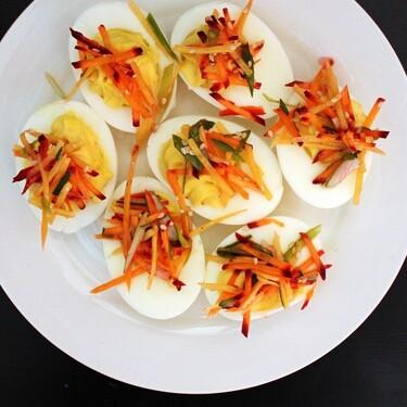 Huevos rellenos. Receta fácil para un desayuno de la cocina mexicana