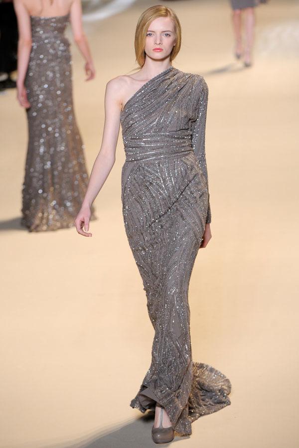 Foto de Elie Saab Otoño-Invierno 2011/2012 en la Semana de la Moda de París: la alfombra roja espera (18/32)