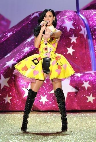 katy perry vestido amarillo