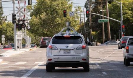 coche autónomo por las calles de California
