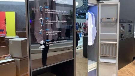 Samsung AirDresser: el armario que refresca, desinfecta y plancha tu ropa