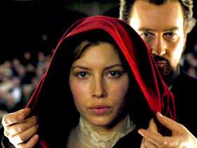 Biel y Norton en una escena del film