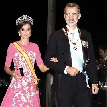 Doña Letizia vuelve a deslumbrar en la cena de gala en honor del emperador Naruhito de Japón