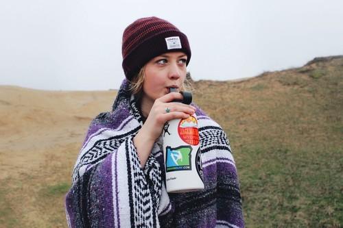 Cinco bebidas que te ayudan a estar menos hinchado (té, agua, aguas saborizadas, infusiones)