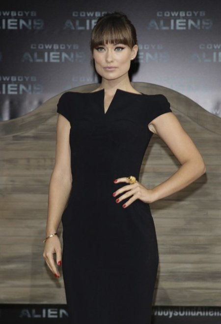 Los looks de Olivia Wilde en las premieres de Cowboys & Aliens: ¡adoro el negro!