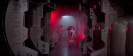 Leia introduciendo los planos en R2-D2