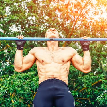 Trabaja pecho, espalda y brazos realizando muscle-up. Los mejores consejos para lograr este ejercicio