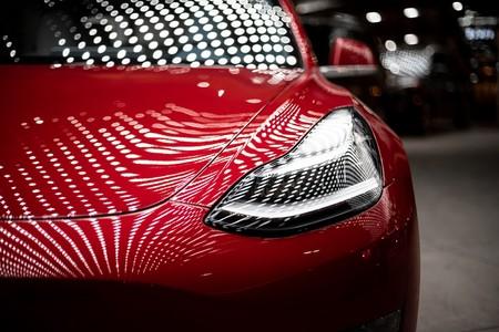 """Tesla mantiene el ritmo y tiene un nuevo récord de entregas de """"aproximadamente"""" 97.000 coches eléctricos durante el tercer trimestre"""