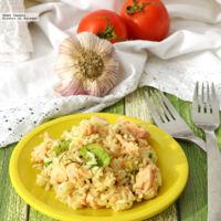 Ensalada de arroz con salmón y aderezo de mostaza con eneldo. Receta