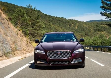 Jaguar cree que las tecnologías de conducción semiautónoma aún son peligrosas