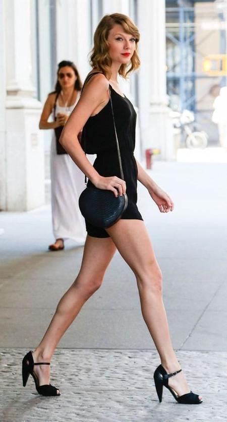 Hay piernas y luego está lo que Taylor Swift tiene debajo de las caderas...