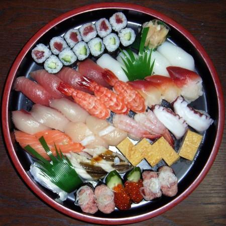 1024px Sushi Platter