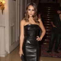 Apelotonamiento de famosos en el desfile de Atelier Versace