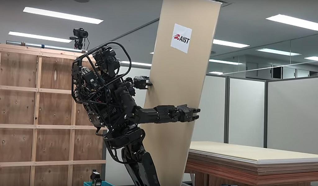 Este robot humanoide contratista es capaz de instalar paneles y usar herramientas, pero no está pensado para