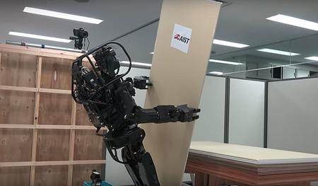 Este robot humanoide contratista es capaz de instalar paneles y usar herramientas