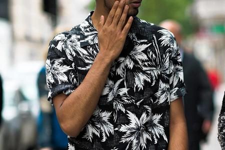 Para adentrarnos al fulgor de la primavera, éstas 17 camisas resort son perfectas para cualquier look