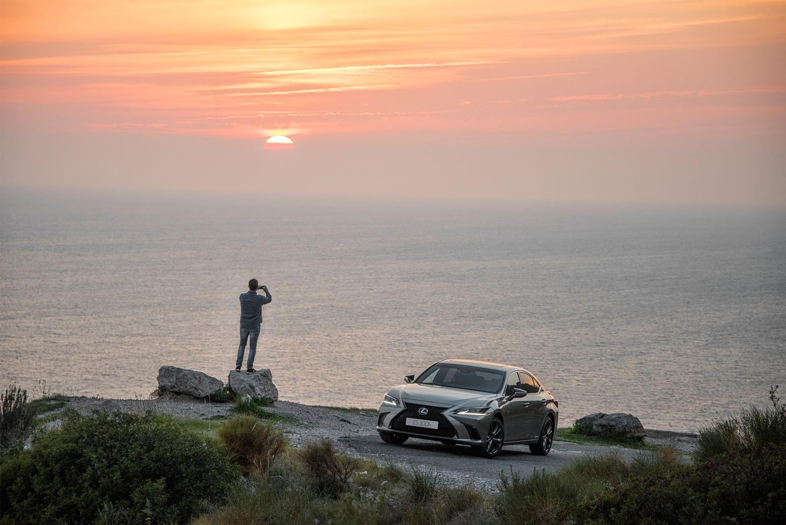 Foto de Lexus ES 300h 2019 (65/79)