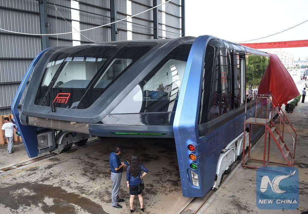 Straddling Bus China 5