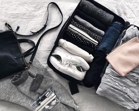 Te contamos cómo doblar pantalones para que tus maletas y armario sean la envidia de Marie Kondo