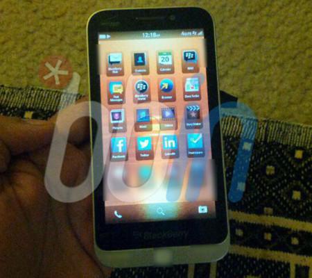 Una BlackBerry 'C-Series' aparece en escena
