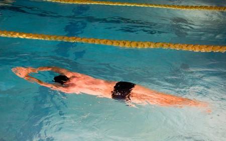 nadar-en-piscina