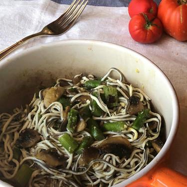 Revuelto de gulas, trigueros y champiñones, la receta que disfrutarás una y mil veces