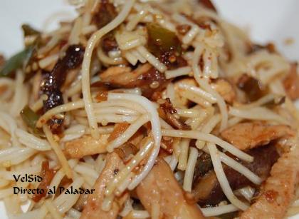 Noodles con shiitake y carne de cerdo