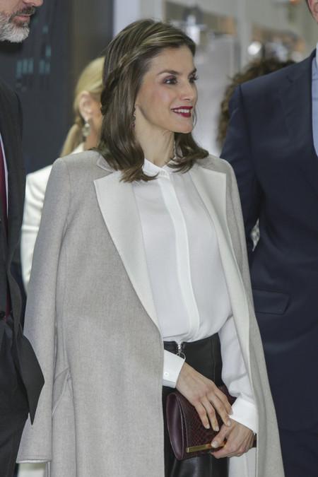 Doña Letizia apuesta por un look formado por muchas de sus marcas preferidas