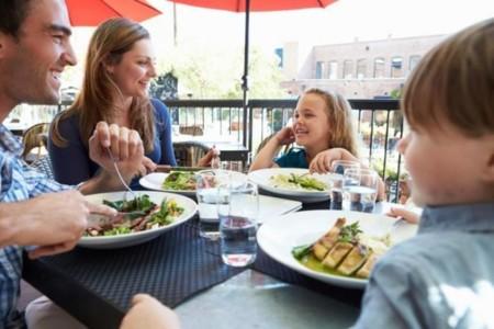 Por qué el 'menú infantil' de los restaurantes no es una buena idea
