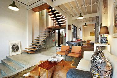 Un antiguo almacén convertido en dos sorprendentes lofts