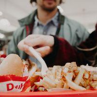 Los ultraprocesados nos están haciendo engordar y muy rápidamente: nuevos datos sobre una comida que nos hace querer siempre más