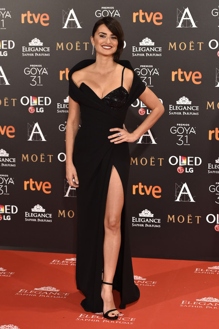 Penelope Cruz Versace Goya 2017