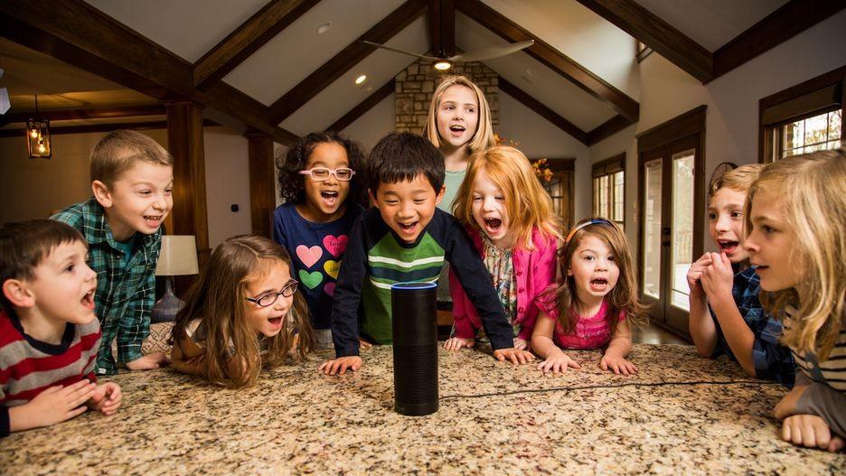 Mis hijos conversan con Alexa, Assistant y Siri y me pregunto si debo enseñarles a ser amables y preguntarles por favor