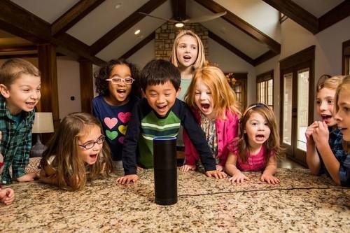 Mis hijos hablan con Alexa, Assistant y Siri y me pregunto si debo enseñarles a ser amables y preguntarles por favor
