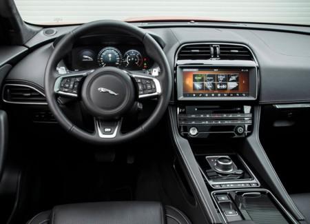 Jaguar F Pace 19