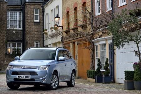En Noruega, Holanda, Francia y ahora también en Reino Unido ya se venden más de 1.000 coches enchufables al mes