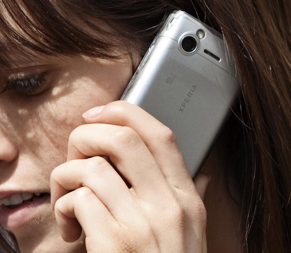 Foto de Sony Ericsson finalmente presenta el Xperia X2, versión plateada (5/6)