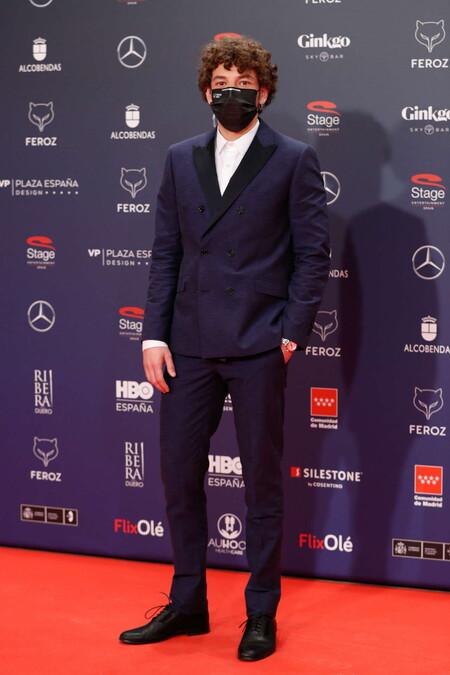 Jon Olivares Alfombra Roja Red Carpet Premios Feroz 2021 Trendencias Hombre 01