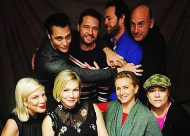La reunión de los protagonistas de Sensación de vivir se convierte en un emotivo tributo a Shannen Doherty