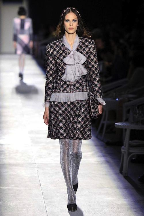 Foto de Chanel Alta Costura Otoño-Invierno 2012/2013: rosa, gris, brillos y nuevo vintage (9/61)