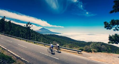 Por qué Tenerife se ha convertido en la pista preferida de aficionados y profesionales del ciclismo